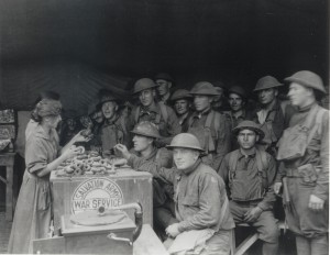 World-War-I-Serving-Doughnuts-To-Troops